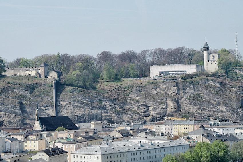 Blick auf die Salzburger Altstadt und den Mönchsberg