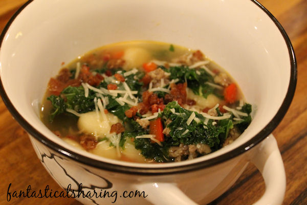 Easy Zuppa Toscana Soup Copycat | A 7-ingredient Olive Garden copycat that tastes just like the real thing! #SundaySupper #soup #copycat #OliveGarden