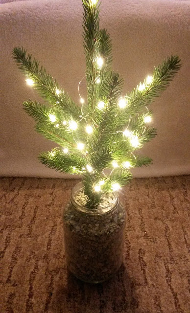 DIY, christmas tree, mini, božićno drvce, božić, lampice, fairy lights, ornaments, baubles, ukrasi, kuglice za bor, uradi sam, easy, simple, quick, jednostavno, brzo, project, projekt, decor, decoration, dekor, holidays