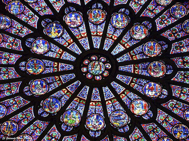 Rosetón de la Catedral de Notre Dame, París por El Guisante Verde Project