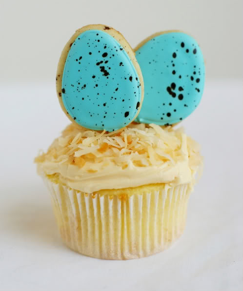 speckled egg cookie topped cupcakes ♥ bakeat350.net