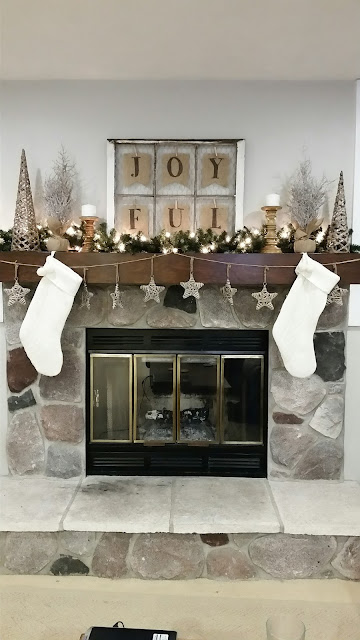 rustic Christmas holiday fireplace mantel decorations