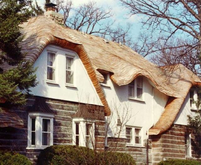 บ้านปูนหลังคาไม้