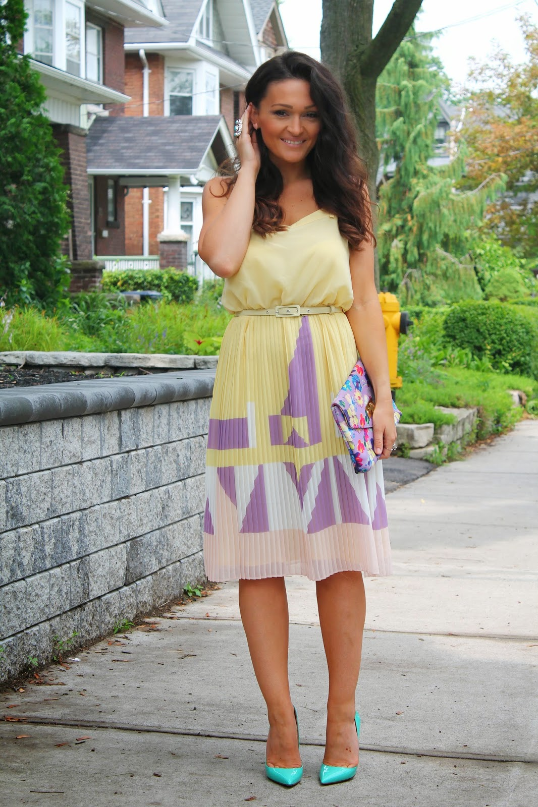 Feminine summer dress, feminine pastel dress, feminine yellow dress, pleated dress, summer outfit, blogerke, canadian fashion blogger, toronto street style