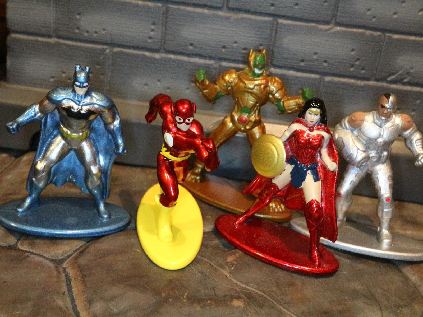 "DC Comics Nano metalfigs DIE-CAST MINI-FIGURES 5-Pack Case Package /""A/"" et /""B/"""
