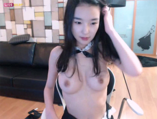 Pretty Korean Whore Teases on Cam