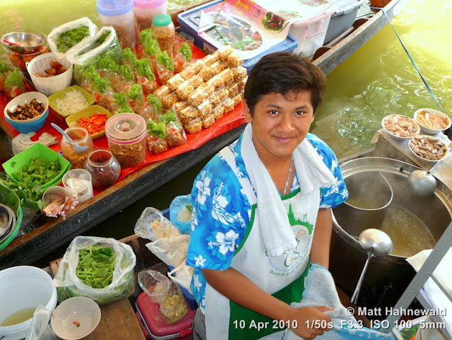 people, street portrait, high-angle shot, Thailand, Bangkok, Taling Chan Floating Market, floating market, Thai food, seafood, delicious, boat vendor, yummy snack