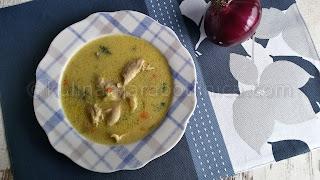 Пилешка супа с тиквички и застройка със заквасена сметана