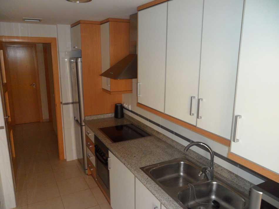 apartamento en venta calle apostol santiago benicasim cocina