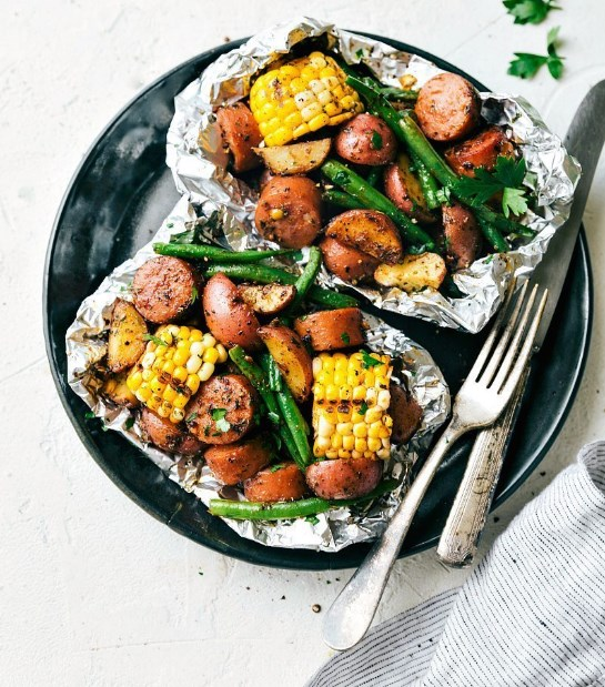 Foil Pack Garlic Butter Sausage and Veggies #Healthy #lowcarb