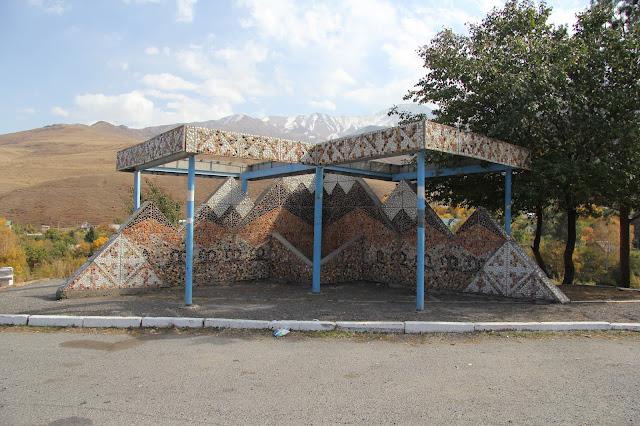 Kirghizistan, Bichkek, Ala Archa, arrêt bus, © L. Gigout, 2012