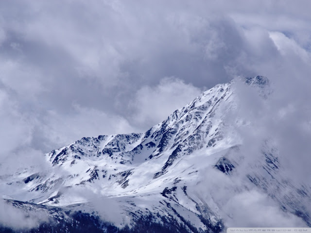 mountain peak with drifting clouds wallpaper