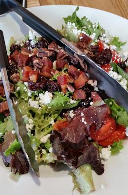 Cane Rosso capra salad