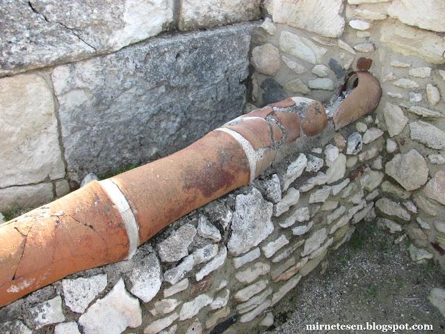 Керамический водопровод в руинах Куриона