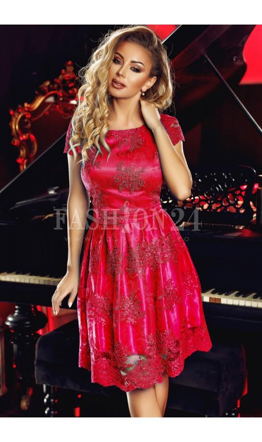 Rochie de seara scurta rosie in clos cu dantela