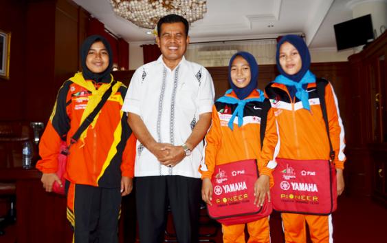 Walikota Muklis Rahman Lepas Tiga Pelajar Kota Pariaman Ikuti Jumbara PMR Ke VIII di Kabupaten Pangkajene Propinsi Sulawesi Selatan