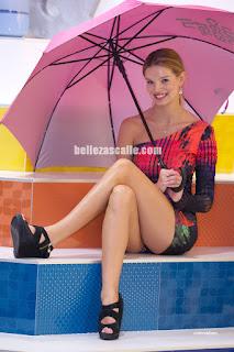 modelos vestidos cortos enseñando piernas