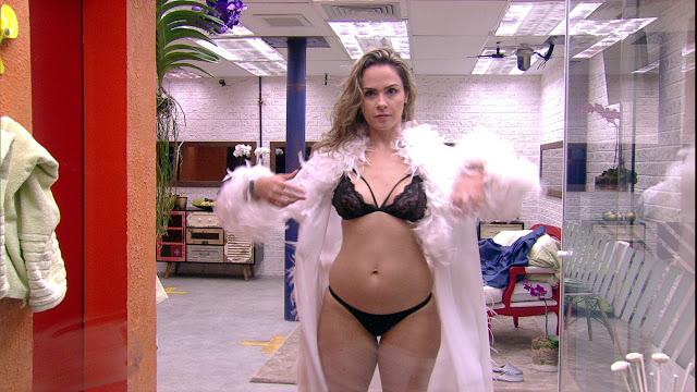 "Ana Paula Renault é ""exemplo"" de mulher brasileira?"
