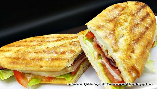 receta-de-chivito-bocadillo-de-lomo-queso-bacon-huevo-lechuga-tomate-y-mayonesa