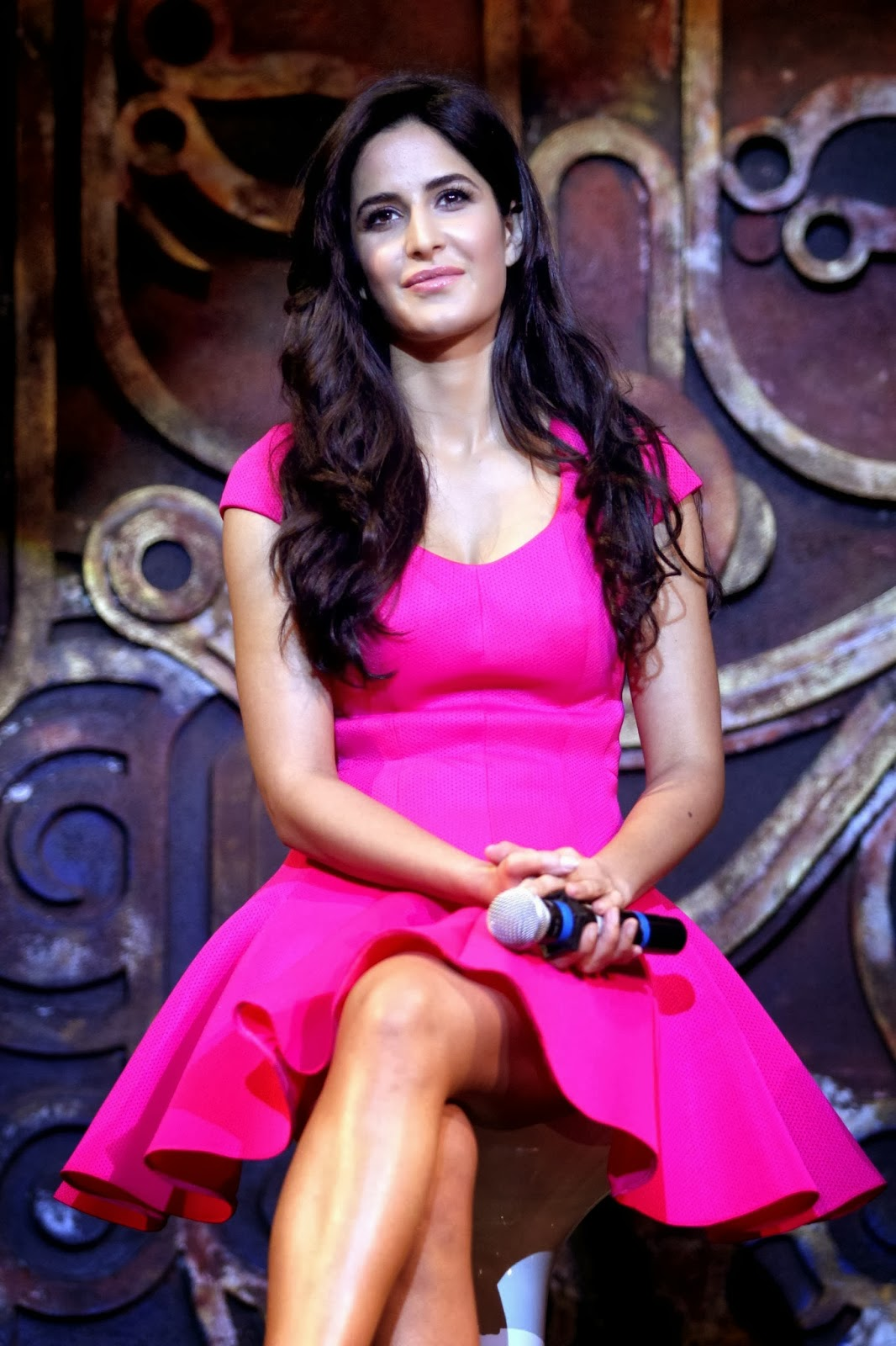 Katrina Kaif hot Stills in Dhoom 3 - HIGH RESOLUTION PICTURES