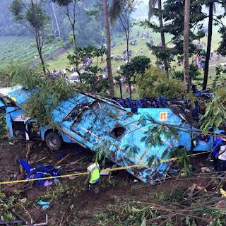 Gara2 Remblong Bus Rosalia Kecelakaan Di Bayeman Purbalingga..
