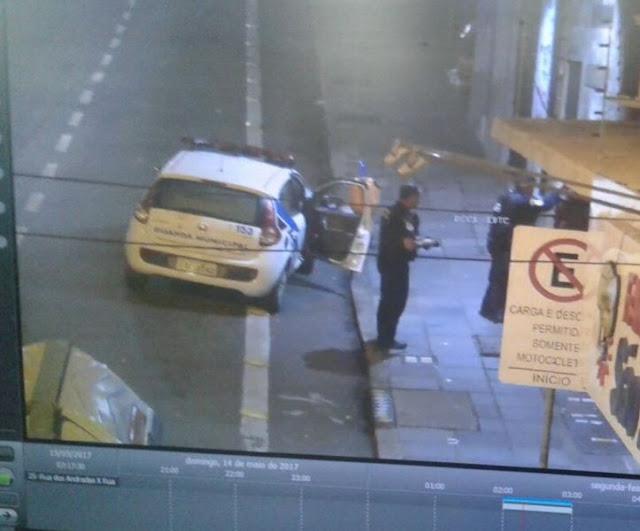 Porto Alegre (RS): Guarda Municipal detém pichador no Centro da Capital. Ação foi identificada através do videomonitoramento