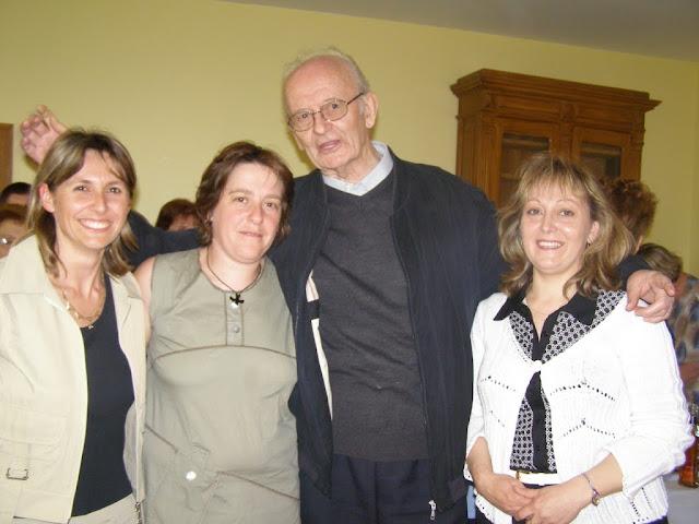 Joseph Faucoup pour ses 80 ans avec les animatrices de la paroisse