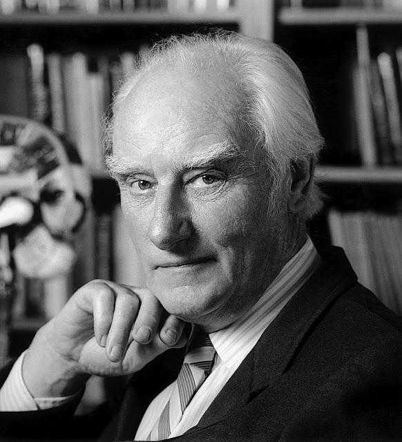 EL nobel Francis Crick cree que algo tan complejo como el ADN humano no podría ser producto de la evolución, sino que «algo más» participó en esto.