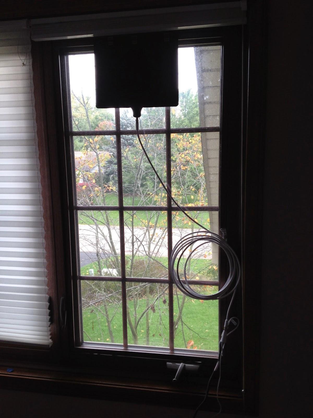 Clarence Oddbody: My new Mohu Leaf digital TV antenna works great