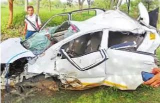 कार अनियंत्रित होकर पलटी, दो गंभीर रूप से घायल।