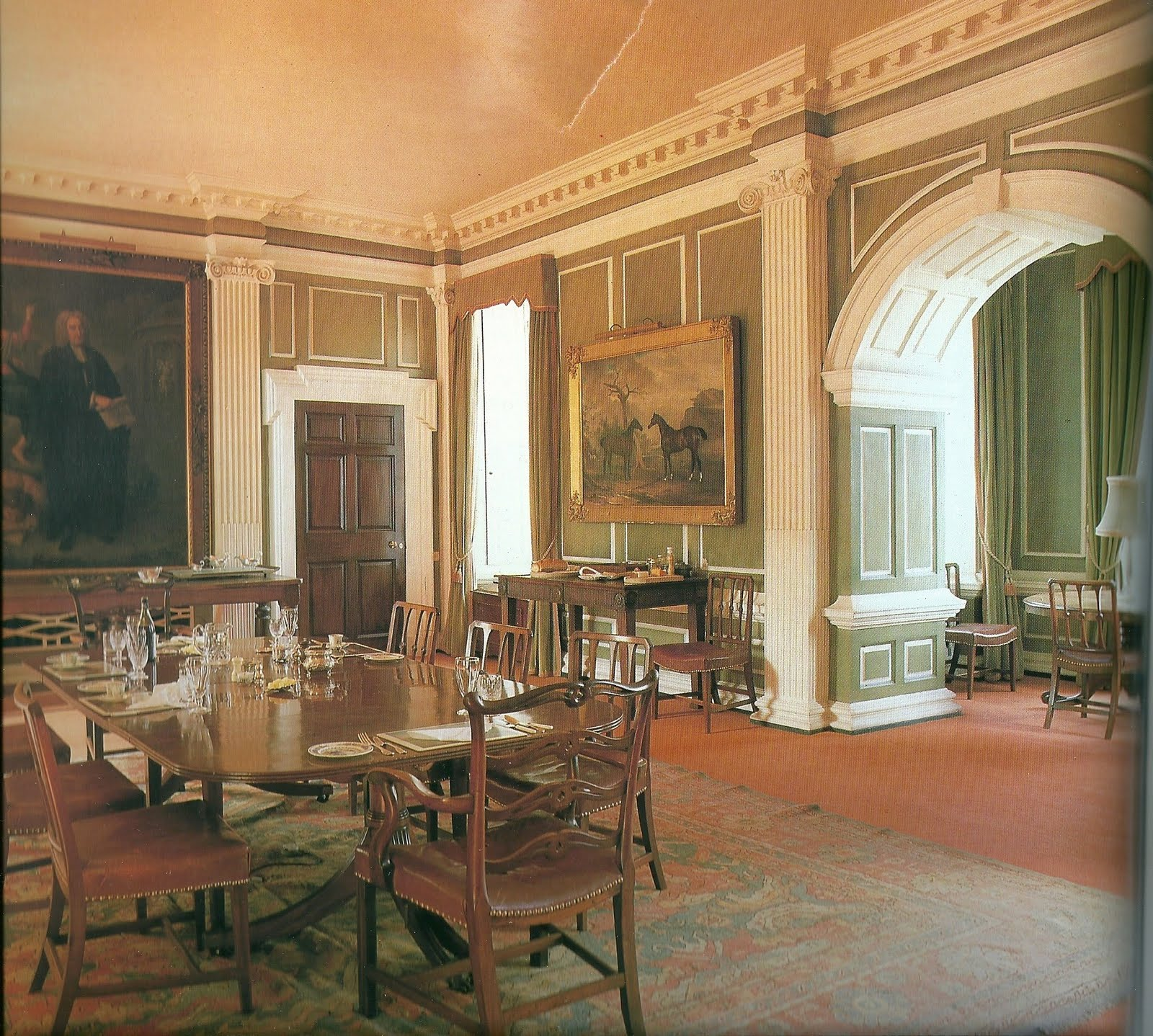 Castle Dining Room: Lord Belmont In Northern Ireland: Howth Castle