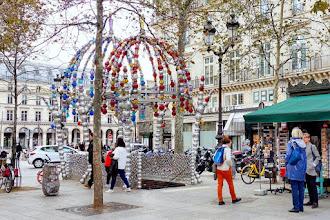 Paris : Le Kiosque des Noctambules de Jean-Michel Othoniel - Place Colette - Métro Palais Royal - Musée du Louvre - Ier