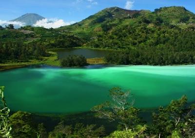 telaga warna salah satu distinasi objek wisata yang sangat menarik sekali di bogor