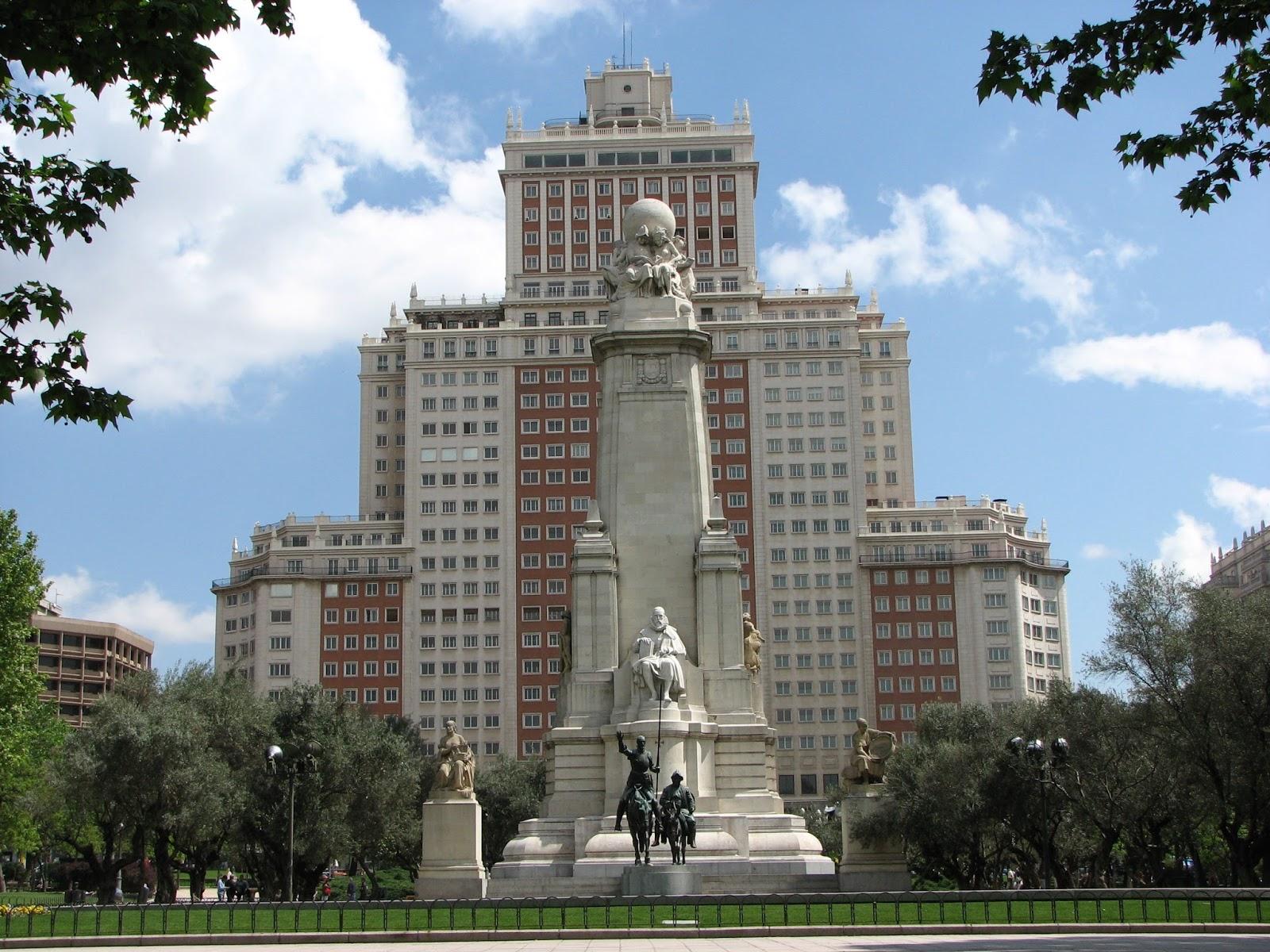 De paseo por madrid edificio espa a for Oficinas del inss en madrid capital