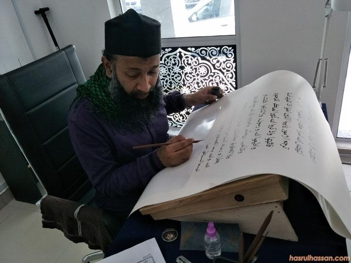 Penulis khat, salin Al Quran dari India