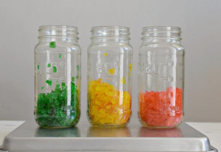 Las frutas confitadas se guardan en envases con tapa, en lugar fresco y seco o en el refrigerador