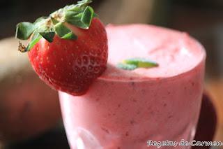 Recuerdo de smoothie de fruta desnuda