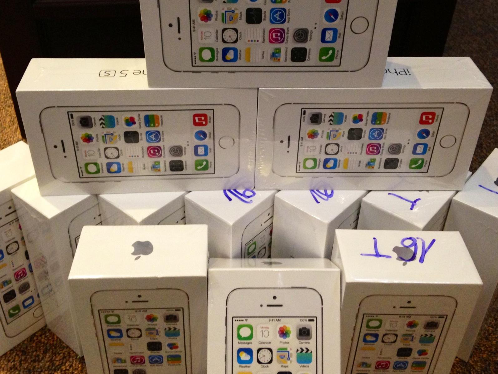 Apple-Iphone-5s-16GB-32GB-64GB-amp-Apple-macbook-pro-Original-Factory-Sealed-In-Box-Unlocked-53c392e8291002d26c56.jpg