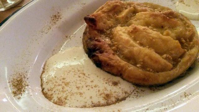 Tarta de manzana, Bocadillería de Jamón y champán