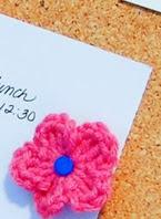 http://translate.googleusercontent.com/translate_c?depth=1&hl=es&rurl=translate.google.es&sl=en&tl=es&u=http://www.petalstopicots.com/2014/01/crochet-flower-push-pins/&usg=ALkJrhiiHYVhkPVPisStRjYjG3pj7vdxsg
