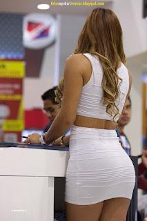 chica curvas vestido pegado