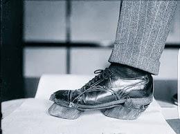 هذا الحذاء كان يرتديه مهربي الكحول