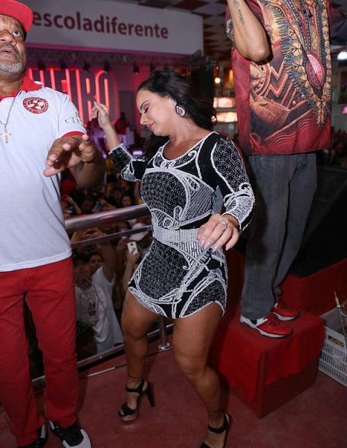 Após especulações, Viviane Araújo reina na quadra do Salgueiro