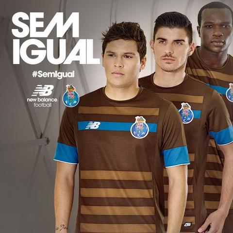 La camiseta de predominantemente marrón con rayas sutiles (un tono más  claro de color marrón) 0c41420fdb754