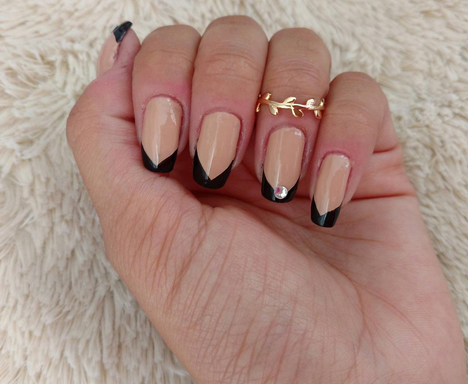 Aprenda a combinar esmaltes e anéis