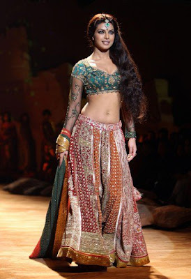 spectacular-indian-bridal-lehenga-designs-by-ritu-kumar-7