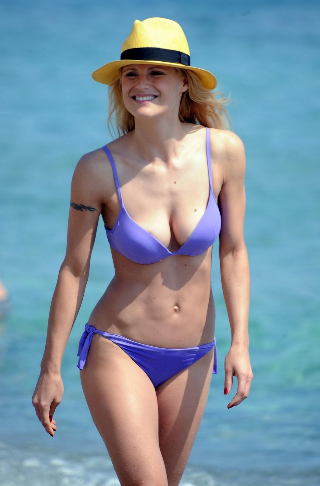 Michelle Hunziker bikini photoshoot in italy   Hot Bikini Babes