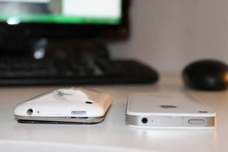 Mobile की battery क्यो फूल जाती है, जानिए।