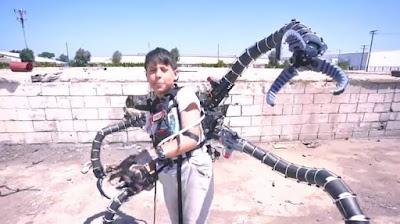 Keren Abis! Remaja Ini Sukses Mencuri Perhatian Dunia Setelah Menciptakan Lengan Dr. Octopus