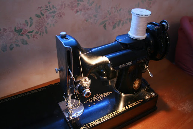 Best sewing machine on the planet --  the 221 Singer Featherweight